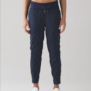 Lululemon Street to Studio Crop Navy